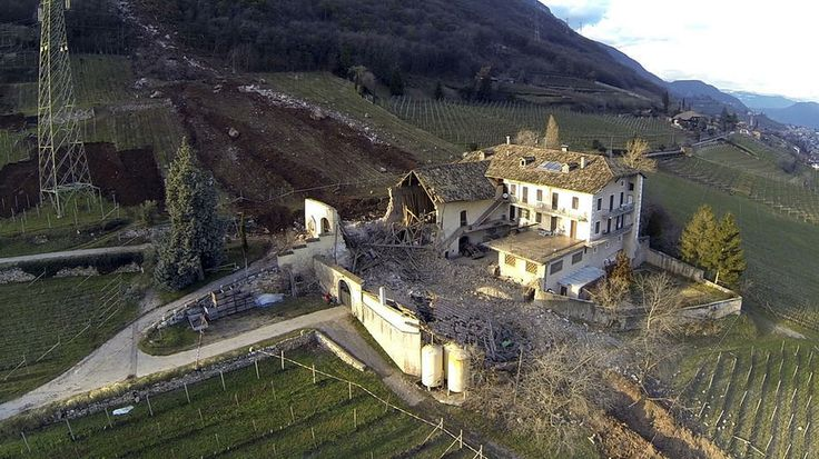 Photos Of A House Nearly Getting Destroyed By A Giant Boulde