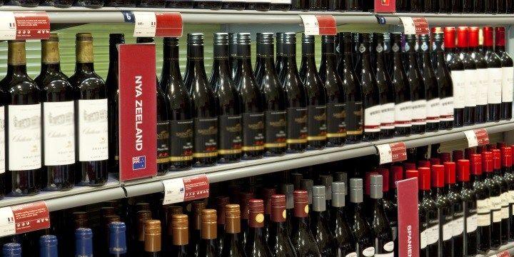 vinjournalen.se -  Vin Fakta : Klimatvinster med lättare glasflaskor |  Idag finns det burkar, glasflaskor, lättviktsflaskor och bag-in-box på systemhyllan, men de senaste åren har alltfler konsumenter fått upp ögonen för de lätta PET-flaskorna. Vi vill slå ett slag för dessa flaskor eftersom risken är stor att det med tiden blir en lika stor diskussion som med de... http://wp.me/p73gTR-3CR