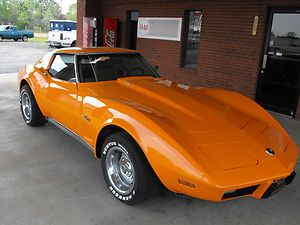 1975, and with this orange I am thinking it would make a great company car for me (Allied Van Lines) :)