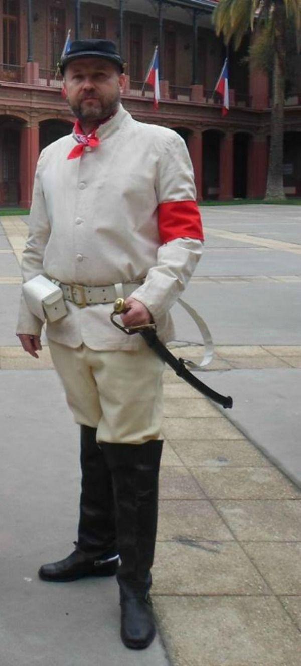 Oficial de caballería congresista, en la Guerra Civil de 1891.  Nelson Pérez, recreador histórico.