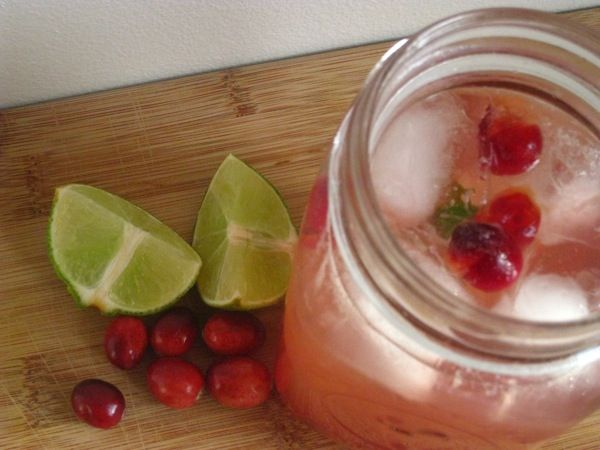 Give this Cranberry Ginger Fizz a go at your next cocktail party ...
