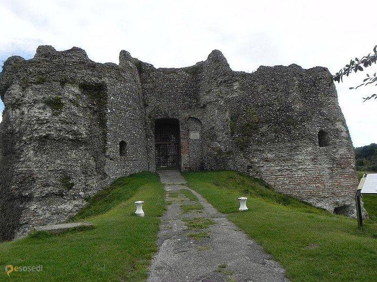 Замок Арк-ла-Батай – #Франция #Верхняя_Нормандия #Арк_ла_Батай (#FR_Q) Монументальные руины замка, но осмотр возможен только внешний из за опасений камнепада.  ↳ http://ru.esosedi.org/FR/Q/1000454228/zamok_ark_la_batay/