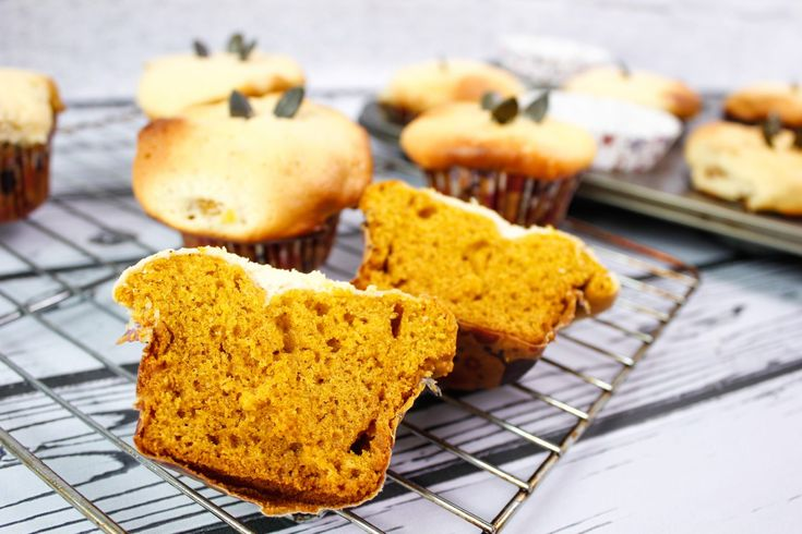 Pumpkin muffins with ginger, cinnamon, filled with quark cheese. Light and fluffy consistency makes You want to eat them over and over again.
