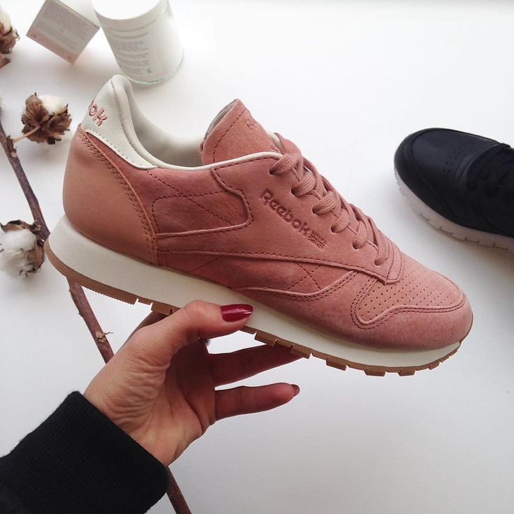 Sneakers women - Reebok Classic pink (©jodielouisemorgan)