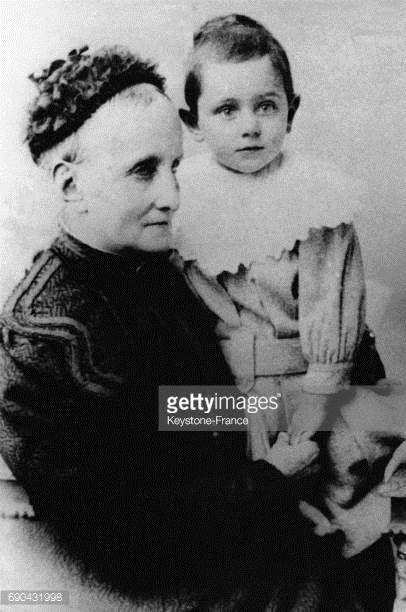 08-08 Francesca Bufali tient dans ses bras son petit-fils... #bufali: 08-08 Francesca Bufali tient dans ses bras son petit-fils… #bufali