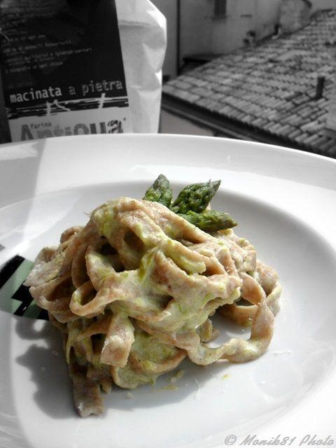 Tagliatelle integrali con salsa di asparagi http://blog.giallozafferano.it/bionutrichef/tagliatelle-integrali-in-salsa-asparagi/