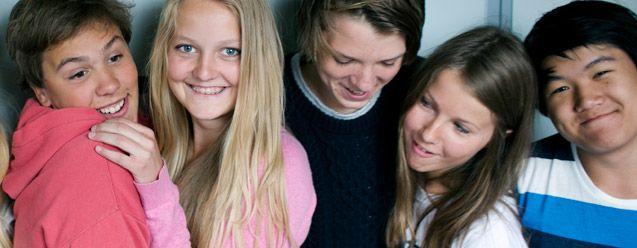 Foto på ett gäng tonåringar