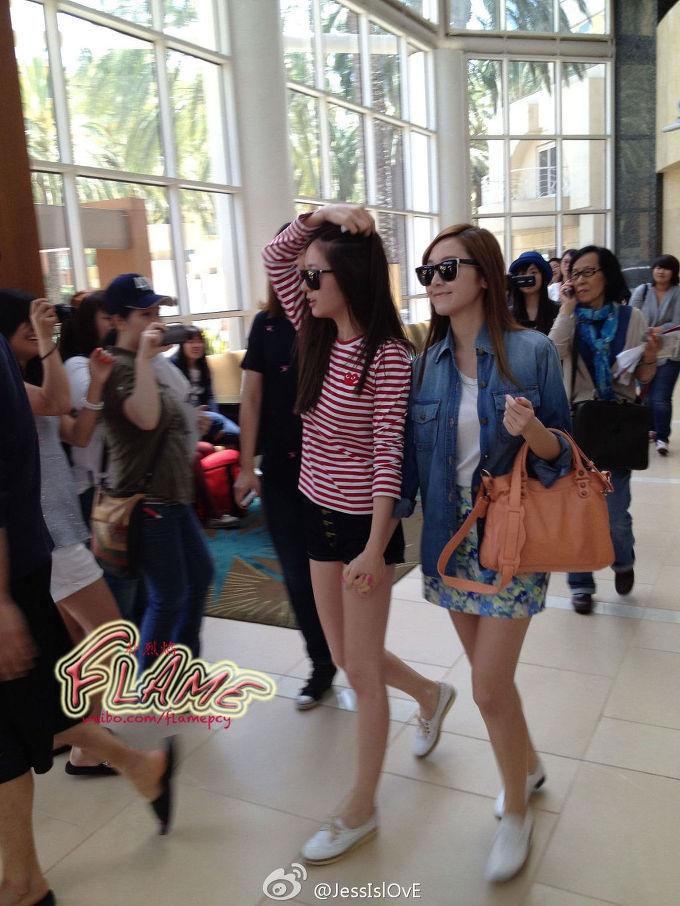 SNSD Jessica & F(X) Krystal @ airport