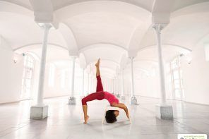 Feet Up: la sedia yoga per la tua pratica Anche il mondo dello yoga non smette mai di innovarsi. Lo yoga è una disciplina molto antica che non yoga fitness workout sedia yoga