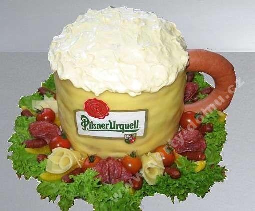 slaný dort půlitr piva