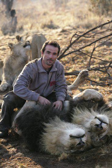 Кевин Ричардсон на льве. Фото