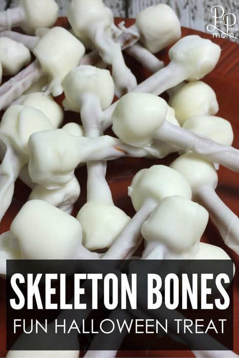 Easy Halloween Treat Idea - Skeleton Bones! 3 Ingredients is all it takes to make this simple Halloween party idea for kids and adults!