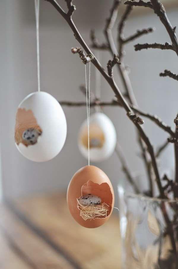 Petits nids suspendus avec des coquilles d'oeufs.  16 décorations de Pâques DIY que vous allez adorer