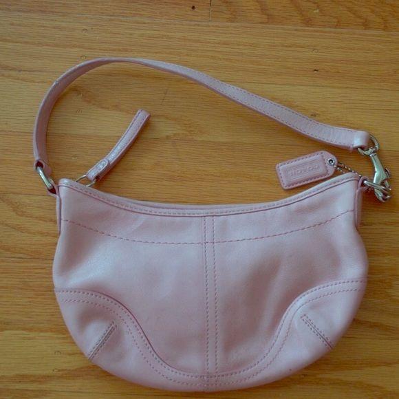coach soho light pink leather hobo beautiful light pink. Black Bedroom Furniture Sets. Home Design Ideas