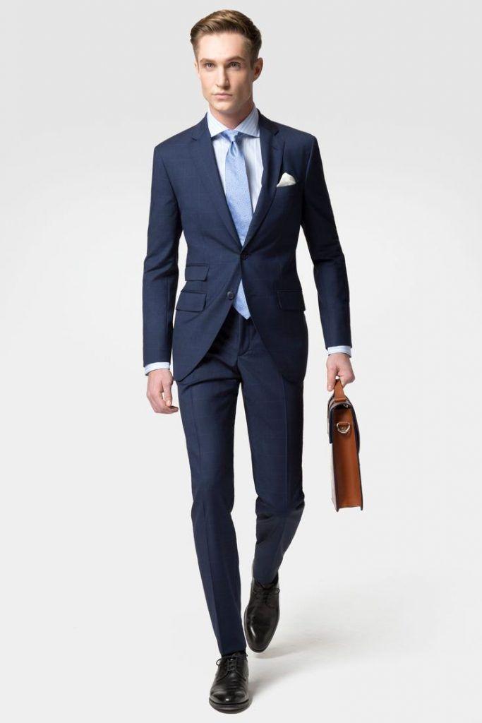 ネイビースーツ,水色ネクタイ