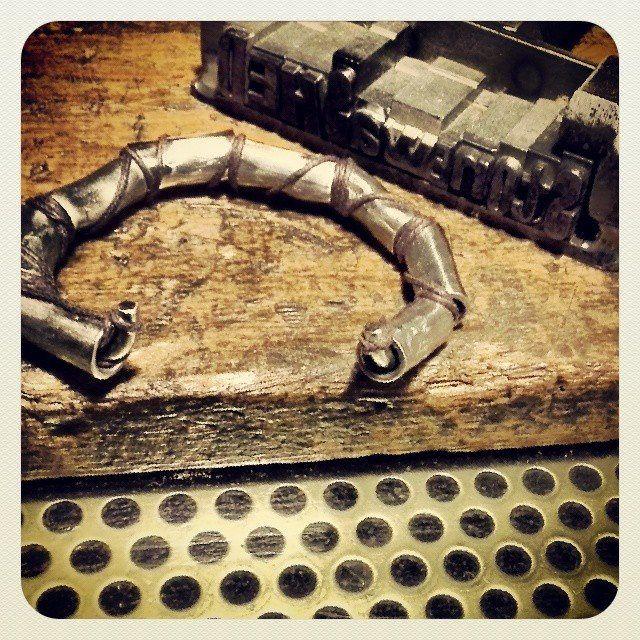 Bracciale in acciaio e corda. #itesoricoloniali #iron #stonewashed #bracciali #acciaio #