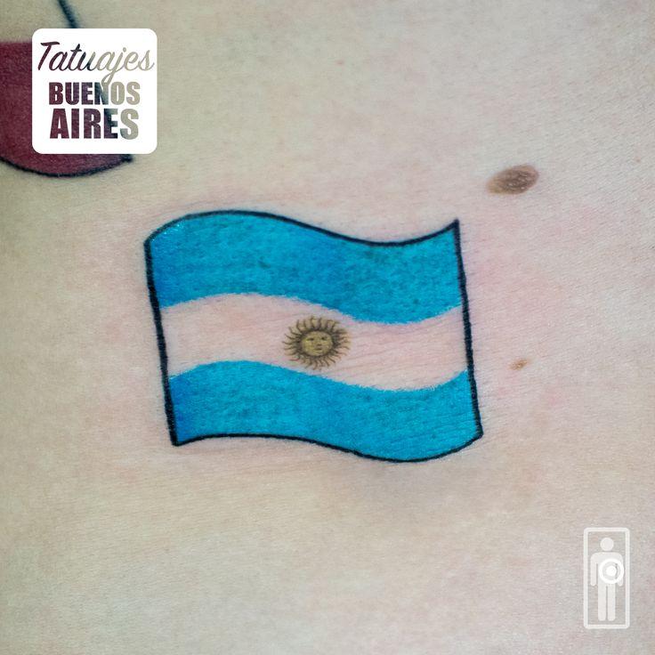 Tattoo bandera Argentina  realizado en Tatuajes Buenos Aires, Tatuador: Jose Luis Segura Martinez Agenda tu cita Whatsapp  + 54 9 11 5882-5558 #tattoo #bandera #argentina #soldemayo #patria #pais #honor #orgullo #turista #viajero #travel #fly #TatuajesBuenosAires #JoseLuisSeguraMartinez