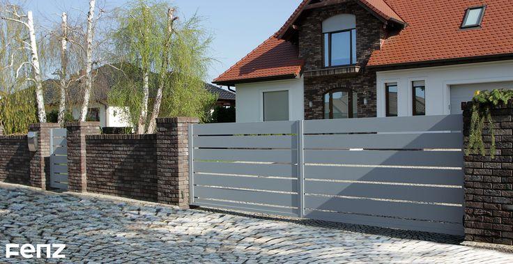 Dziś przenosimy się do Kostrzyna nad Odrą. Nasi Klienci zdecydowali się na montaż bramy dwuskrzydłowej w systemie #Grand, w eleganckim kolorze #Silver. Całość dopełnia zamontowany pochwyt #FENZ Rail. www.fenz.pl