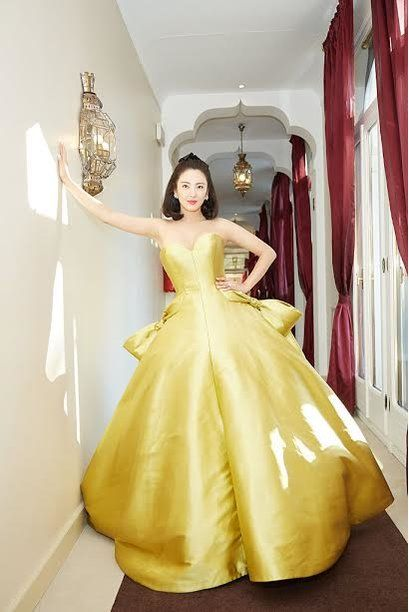 06dffcab9c6 Chinese actress Zhang Yuqi just channeled our favorite Disney princess dress  and we want to be her guest! - HelloGiggles