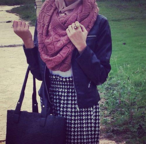 Black, white and a kind of pinkish colour idk. #hijab #fashion #inspiration