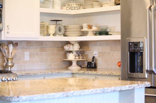 Мел нарисованные кухонные шкафы, меловой краски, двери, домашний декор, кухонные шкафы, дизайн кухни, гранитные столешницы были сохранены от оригинального дизайна кухни