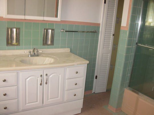 1000+ Images About 50s Pink And Green Tile Bathroom On
