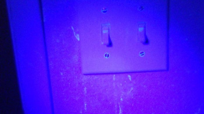 Do Not Shine A Blacklight Around Your Cheap Motel Room Unless You Want To Be Sufficiently Grossed Out http://ift.tt/2bWjTqr