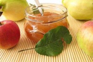 Dulceata si pelteua de gutui sunt usor de preparat, dar care e diferenta intre ele? Din miezul merelor gutui se face dulceata, iar din coji si cotoare se face pelteaua.