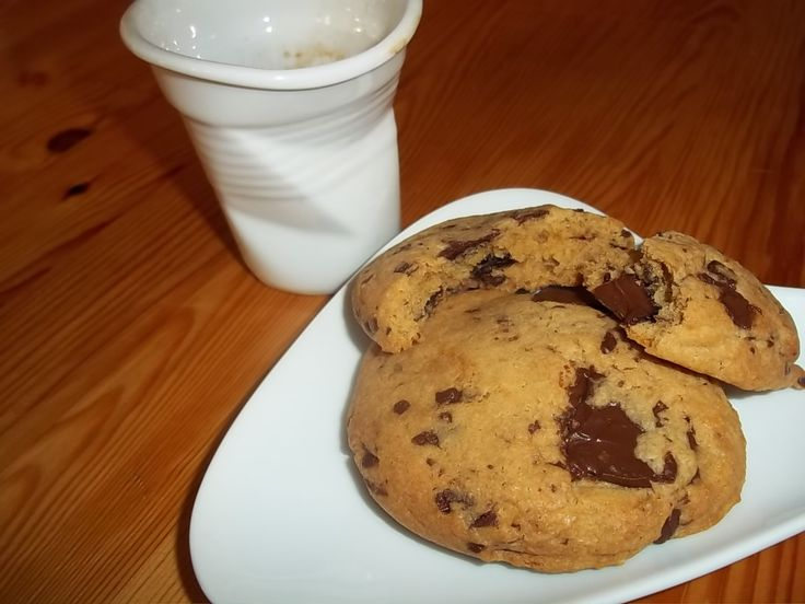 Μπισκότα Αμερικάνικα cookies, μαλακά και τραγανά με κομματάκια σοκολάτας