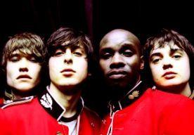10-Jul-2014 12:26 - DERDE PLAAT THE LIBERTINES IN 2015 IN DE SCHAPPEN. De Britse mannen van The Libertines werken later dit jaar aan de opvolger van hun in 2004 uitgekomen plaat The Libertines. The Libertines reizen binnenkort af naar Duitsland om te werken aan hun derde album, maakten Pete Doherty en Carl Barat woensdag 9 juli bekend aan NME. De plaat ligt in 2015 in de schappen. The Libertines gaven zaterdag 5 juli een grote reünieshow in het Londense Hyde Park tijdens het British...