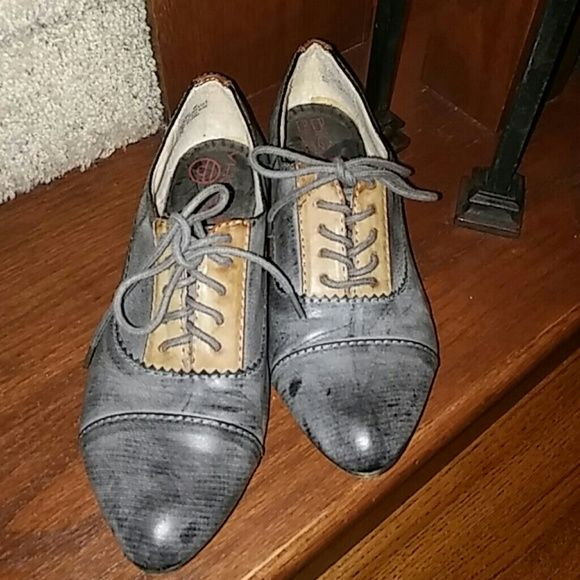 BIG BUDDHA SHOES.. Really nice and in a really good condition has some scratches you can see it on the picture.. Big Buddha Shoes Flats & Loafers
