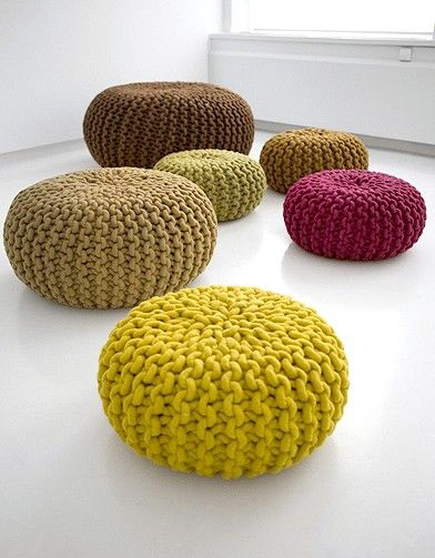 This reminds me of the sea urchins that they sell in shell stores.. also looks like a pin cushion.  A 'Two-fer' maybe?  Two for the price of one   < (o: >   Pouf en tricot diy