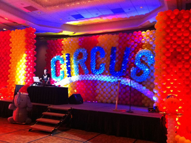 17 best images about circus balloon decor on pinterest for Balloon decoration for stage