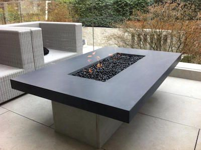 Outdoor gas fire table with black glass
