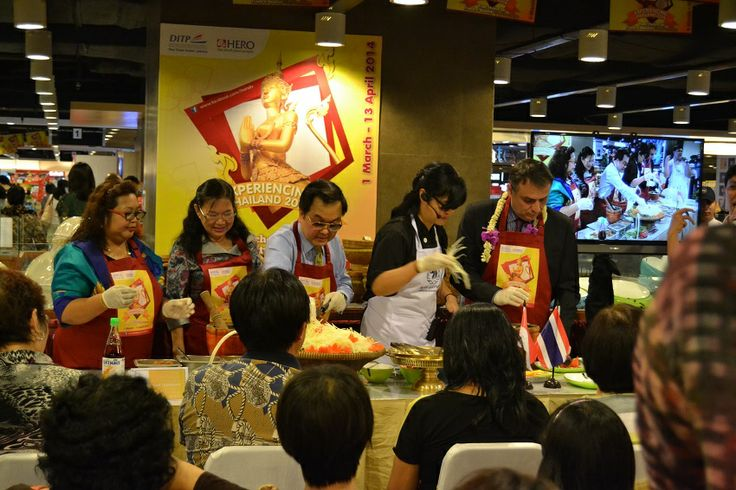 Acara Opening Experiencing Thailand 2014 | Cooking Demo bersama Dubes Thailand dan CEO PT Hero Supermarket