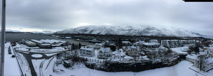 Woke to a view to the Seven Sisters - surrounded by water and mountains. It's a scruffy little town called Sandnessjøen - with a wire to the world, which reminds me of our insignificance. They found oil, soon money will change this quiet place. Maybe for the better...how else shall rural communities survive?