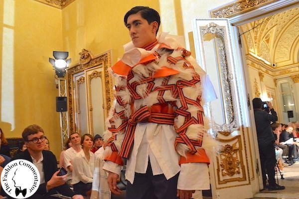 Polimoda Show 2015    la poesia delle decorazioni moresche dell'Alhambra di Granada, che si trasformano nelle strutture portanti esterne degli abiti maschili del madrileno Pio Boserman
