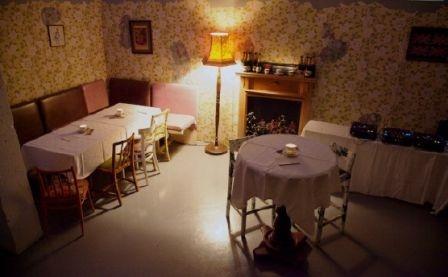 Bourne & Hollingsworth - cocktails in your grandma's front room http://www.bourneandhollingsworth.com/