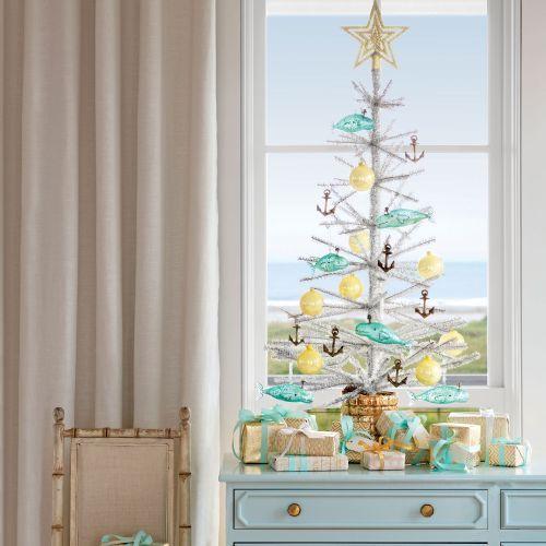 How to Decorate a Coastal Christmas Tree