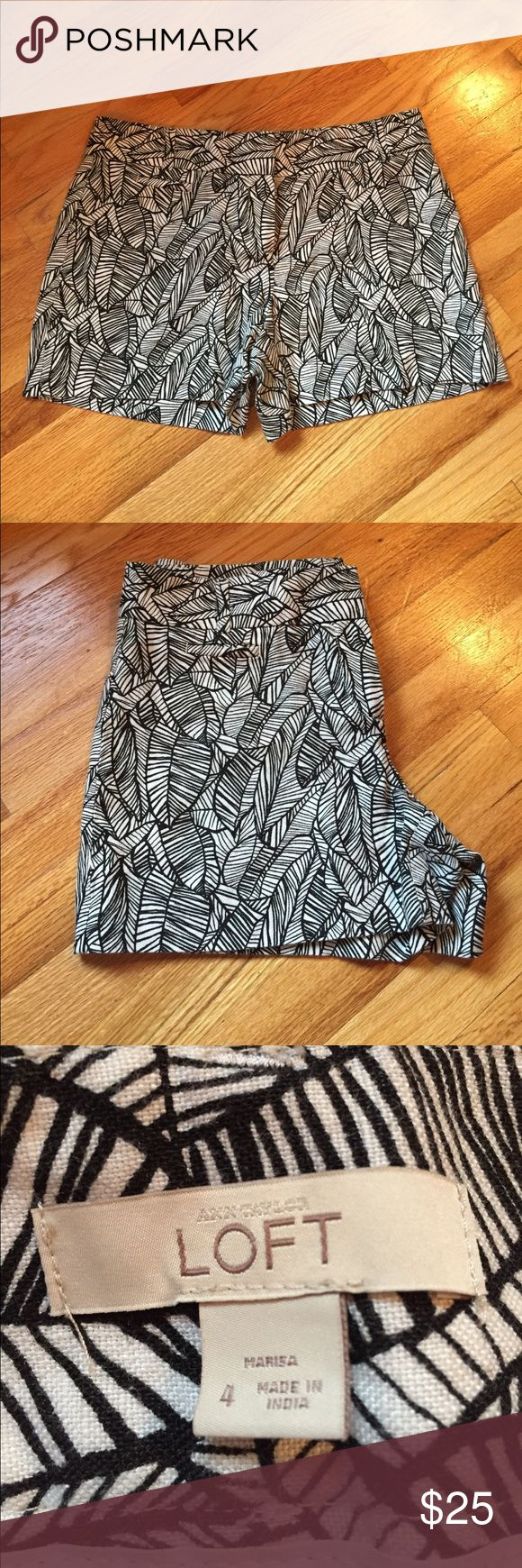 Black & White LOFT Feather Printed Shorts Black & White LOFT Feather Printed Shorts. Size 4. Like new! Looks great dressed up or down. LOFT Shorts