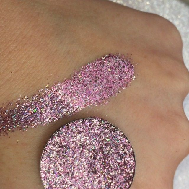 pressed glitters are gorgeous from www.hookedupshop.co.uk follow gemwrightbeauty…