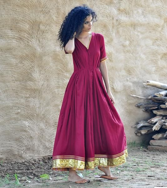 Stand out in a flash with this sweeping maxi dress. Crafted in 100 % pure mulmul fabric, this gorgeous piece features a front button panel and a fitted body tha