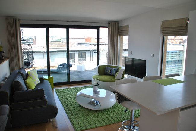 Peascod House - a superior penthouse apartment in the heart of Windsor with wrap around balcony.