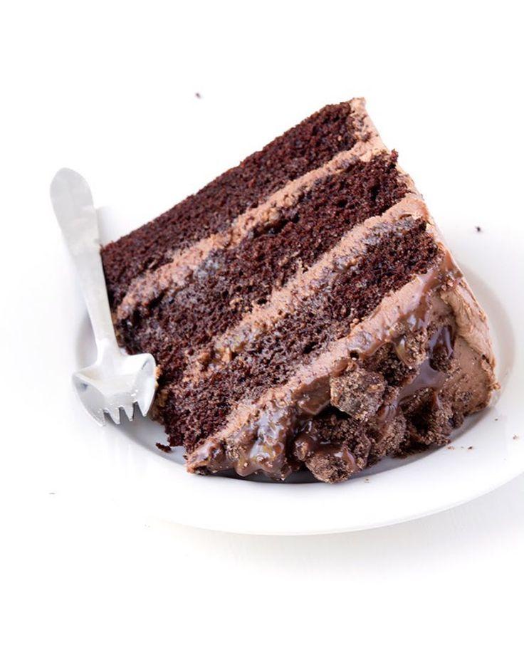 Heißhunger auf Death By Chocolate Cake Drei Schichten weicher Schokoladenkuchen…
