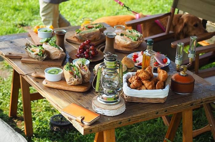 夏が過ぎキャンプやアウトドアなど屋外で気持ちよく過ごせる季節が到来しました。最近はアウトドアブームということもあり、とってもおしゃれなキャンプグッズが販売されているんですよ。
