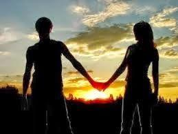 INDAHNYA BERPUISI: KAMU DAN KISAHKU Kamu dan kisahku tidak sempurna... Seperti mereka yang menangis dipundak sang pria... Dan sang pria menggandeng tangan wanitanya, tertawa Dan melewati semua dari jarak dekat,