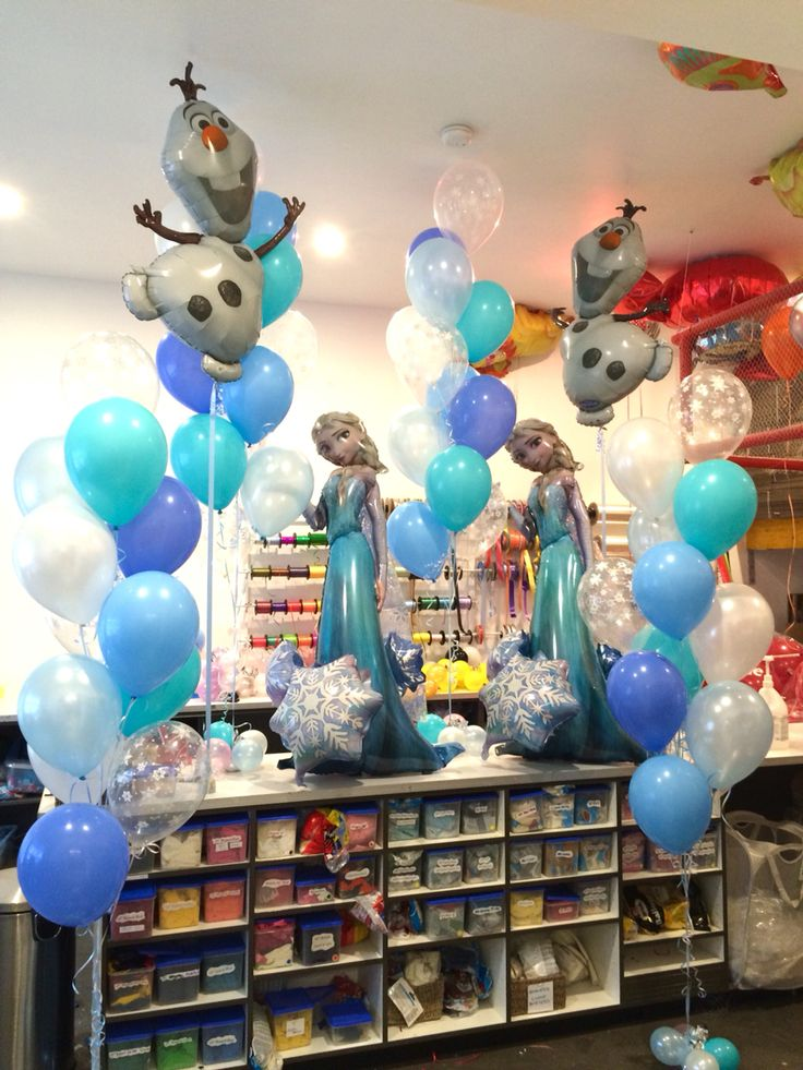 Frozen party! With Elsa airwalker balloons, Olaf supershapes and huge floor arrangements with a mix of white, lots of icy blues and diamond clear snowflake prints