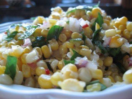 салаты с консервированной кукурузой