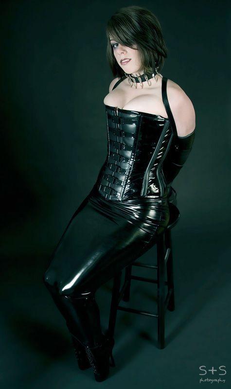 Sexy tattooed goth girl ass