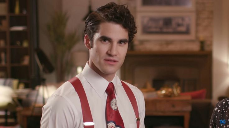"Darren Criss in The Flash/Supergirl crossover episode ""Duet"""
